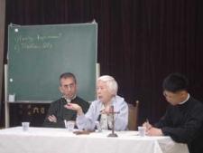 Rose Hu durante una conferenza